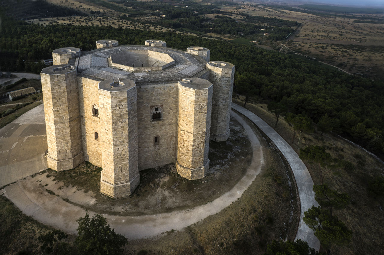 Le Castel Del Monte Pictures To Pin On Pinterest Pinsdaddy
